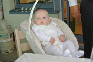 Dominique im Babysitz